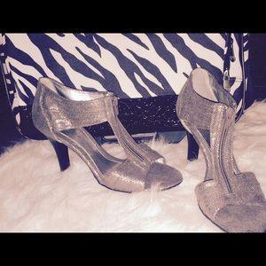 Extremely Cute Shiny Metallic Heels