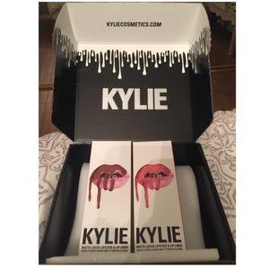 Kylie Jenner lip kit in brown sugar & dirty peach