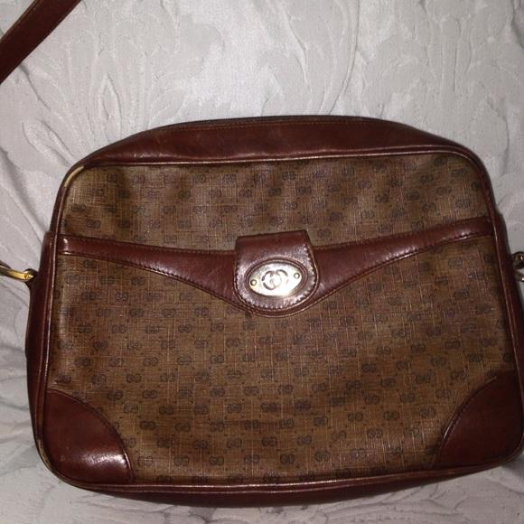 87b57db2ff8 Gucci Handbags - ❤FINAL ️SALE❤ Vintage Gucci crossbody purse