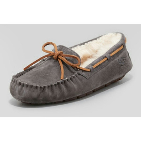 b6c0ea1f477 Like New Gray Dakota UGG moccasins