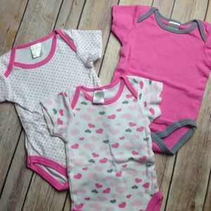Baby Gear Other - Set of 3 onesies