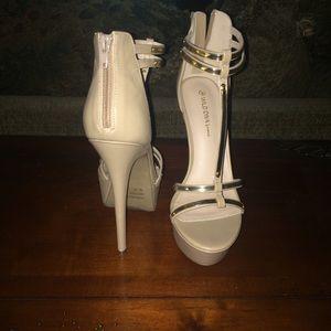 eaa702d904c Macy s Shoes - Tan   Gold Heels 👠