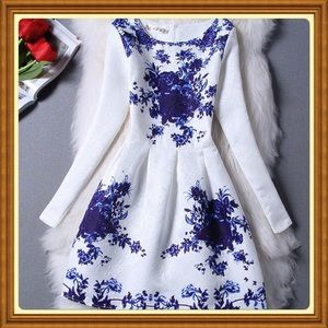 Dresses & Skirts - Very pretty white dress with flower details