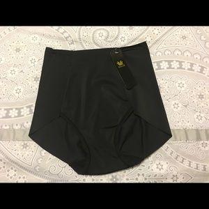 Wacoal Other - Wacoal black ipant shape wear.