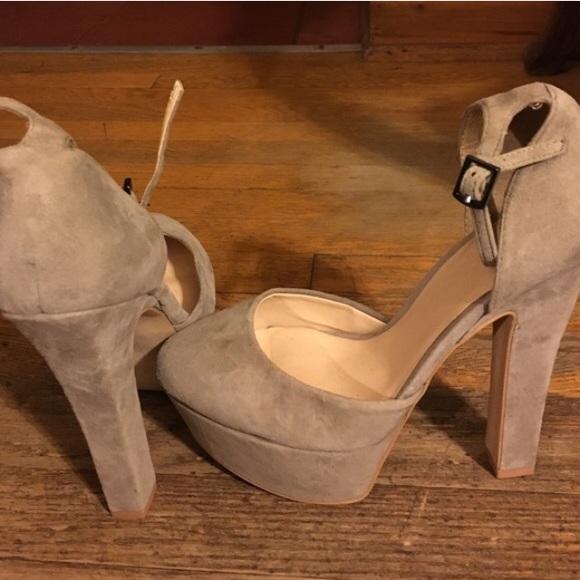 ba0fb702734 Zara gray suede platform heels. M 57c8d09cc28456b618005918
