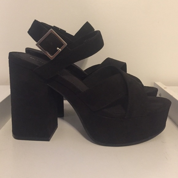 b7ab44deca3 H M Shoes - Divided H M chunky black strappy sandals