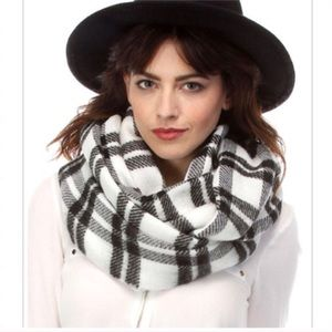 Simonetta Accessories - White/Black Plaid Infinity Scarf