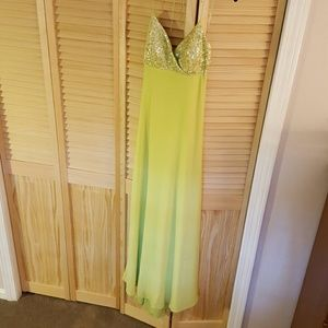 JS Boutique Dresses & Skirts - Bright green jersey knit gown