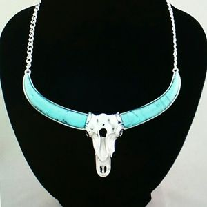 Jewelry - Boho Silver skull pendant necklace