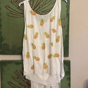 En creme Tops - MOVING SALE!!!!•Pineapple Tank•