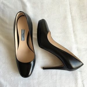 🎁 25% off EUC Prada Saffiano Leather Black Pumps