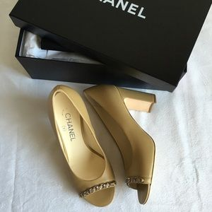 NIB CHANEL 16C Leather Open Toe Chain Pumps 37