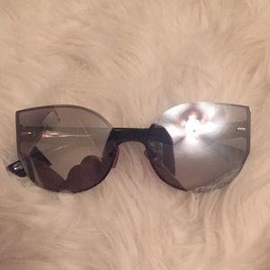 Black cat eye quay look mirror sunglasses