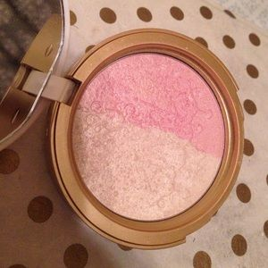 Too Faced Makeup - Too Faced Candlelight Glow highlighter