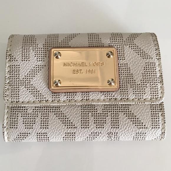 49668d98b83c Michael Kors MK Vanilla Signature Flap Coin Wallet.  M 57cac1d3713fdeaf91007643