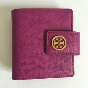 Tory Burch Handbags - Tory Burch Robinson Bifold Wallet