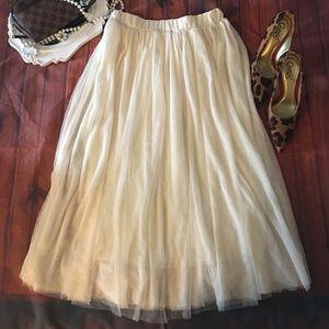 """Cream Tulle skirt 29"""" long elastic waist"""