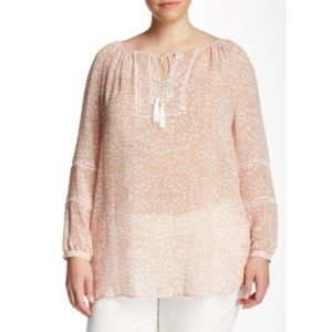 Two by Vince Camuto Tops - Sale✨NWT Peasant Blouse