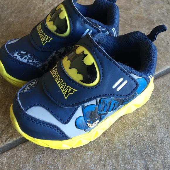 cf99e9b7c1b5b7 Boys batman light up shoe size 6. M 57cb362e8f0fc4ddae000881