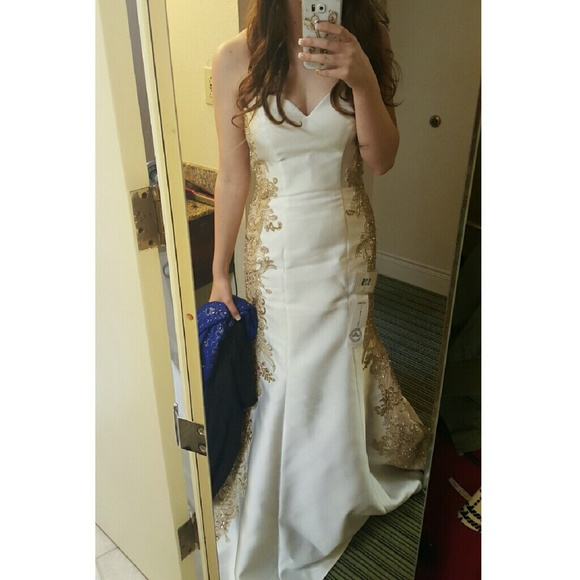 Dresses | White And Gold Gown Size 8 | Poshmark