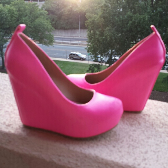 cc5b15e36ae Hot pink platform wedges by Elle