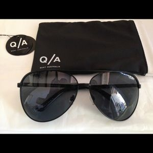 Quay Australia Accessories - NEW QUAY AUSTRALIA VIVIENNE SUNGLASSES- BLACK!