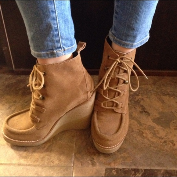 1589ad56213 Brand new GAP Moccasin Wedge Suede Boots 7.5