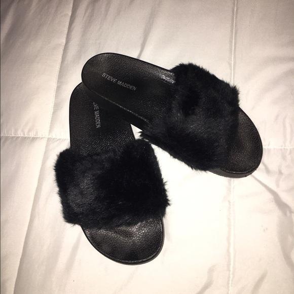 7bd734c0f95 STEVE MADDEN Black fluffy sandal. M 57cbb5287fab3a00e700d9cd