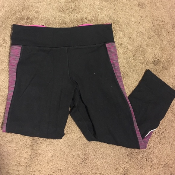 8bd9f6178590d American Eagle Outfitters Pants - AE cropped black and pink workout leggings !
