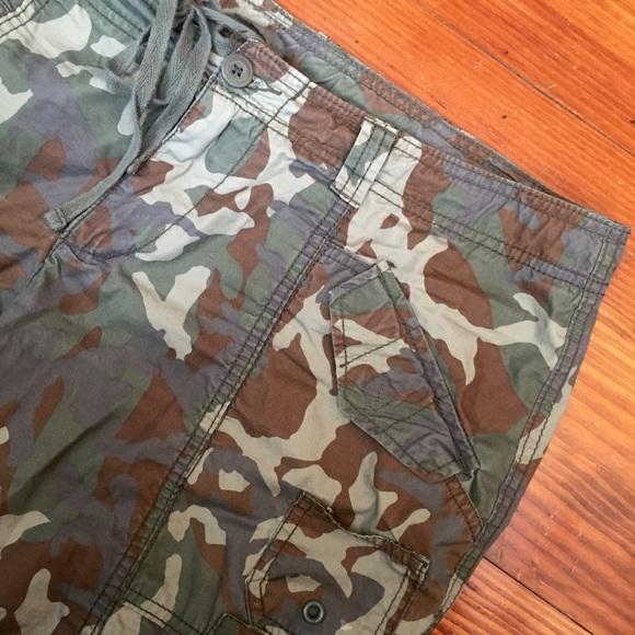 3ed387913512e Norma Kamali Green Camo Cargo Pants. M_57cc3e3a99086a795400183f