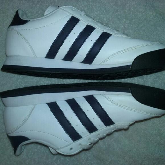 d0fb5647d0745 Women's Samoa Adidas White & Navy Blue Size 5 1/2.  M_57cc40208f0fc41d1a001ca6