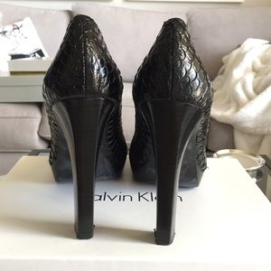 Calvin Klein Shoes - Calvin Klein Sarika Koi Black Pumps Sz 8