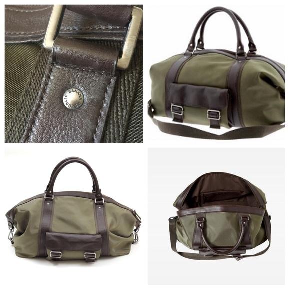 d68c9f3d9416 Banana Republic Handbags - Banana Republic Weekender Duffle Bag