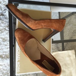 Michael Kors Shoes - Michael Kors caramel suede pumps Sz 8