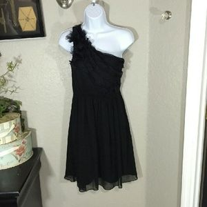 Max & Cleo Dresses & Skirts - Max & Cleo One Shoulder LBD Size 2