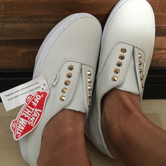 154605ca New Slip-on white leather vans w/ gold studs W 8.5 NWT