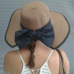 Accessories - New brown and black hat with a bow