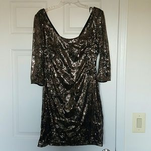 Black and gold sequin dess
