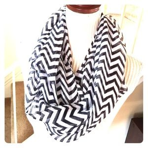 Accessories - NWOT Black & White Infinity Scarf