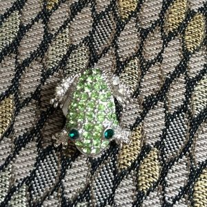Jewelry - Rhinestone frog brooch