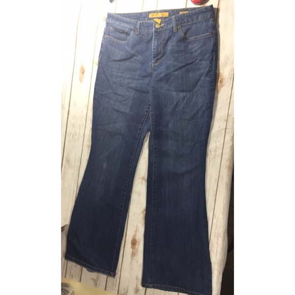 Seven7 Jeans - Seven flares size 10 inseam 31 inches
