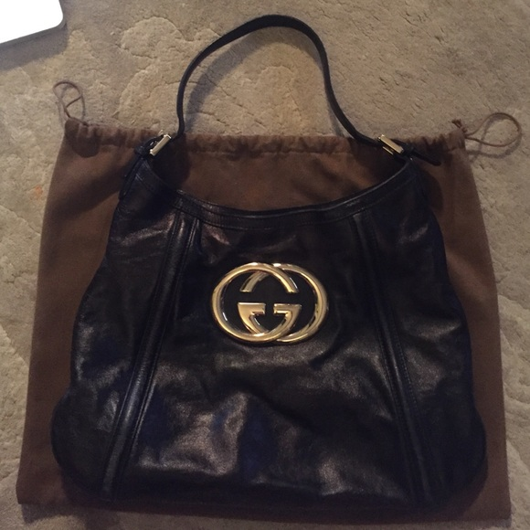ad1457bad7b Black Leather Gucci Bag with Gold Logo