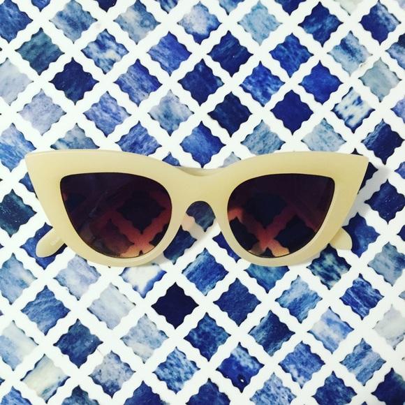 d23b70412e NWT Quay Kitti Sunglasses in Beige
