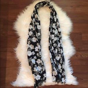 American Eagle black and white floral scarf