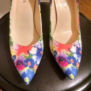 Multi color Floral heels!