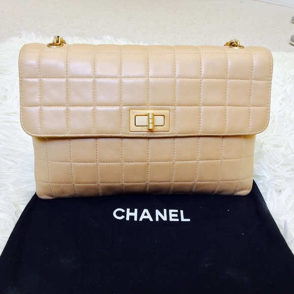 CHANEL - Vintage Authentic Chanel Lambskin Handbag from ...