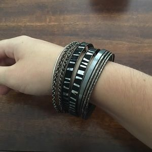 Jewelry - Bundle of bracelets