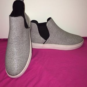 Canvas fashion sneakers
