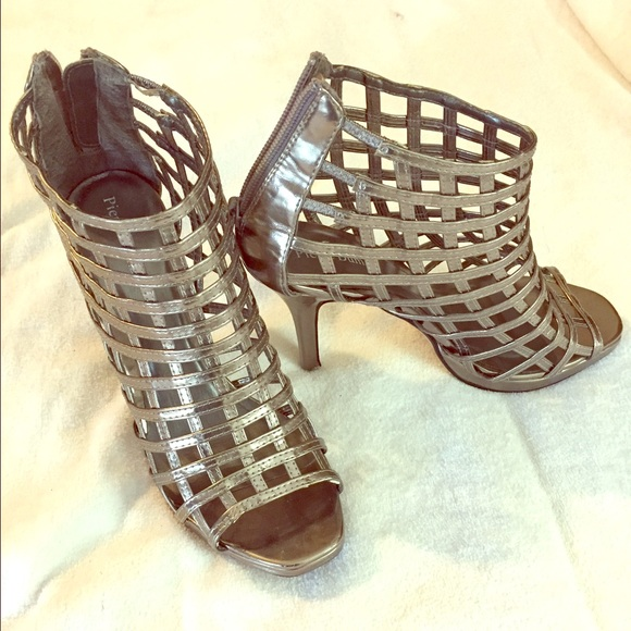 f4f99e5c3e5 Pewter colored caged heel. Pierre Dumas size 7.5.