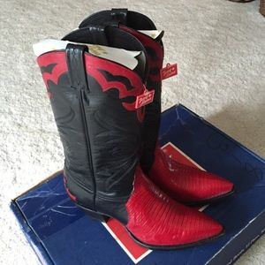 Tony Lama Shoes - NWT Vintage Tony Lama Ruby Lizard Skin Boots